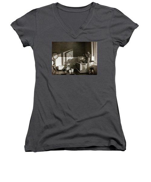 Cosy Corner Women's V-Neck T-Shirt
