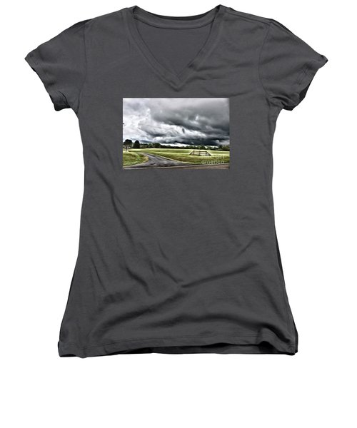 Country Road L Women's V-Neck (Athletic Fit)