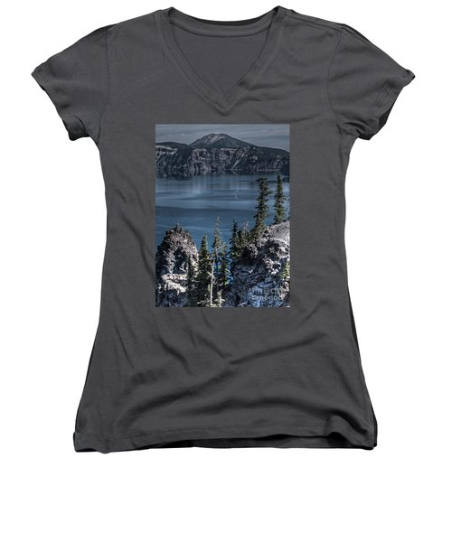 Crater Lake 4 Women's V-Neck (Athletic Fit)