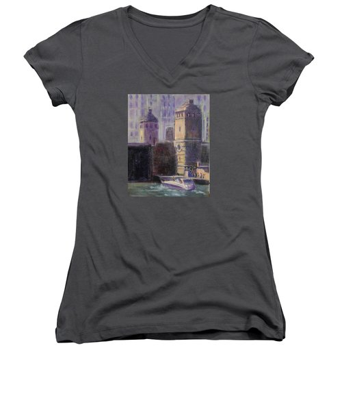 Cruising Chicago Women's V-Neck T-Shirt