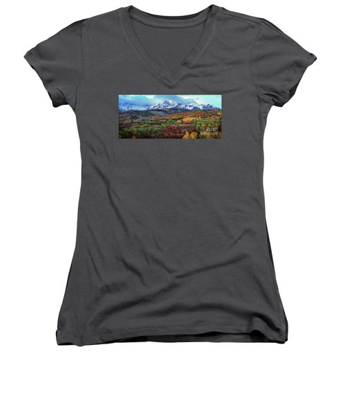 Dawn At The Dallas Divide Panoramic Women's V-Neck
