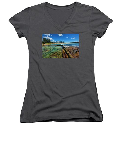 Dee Why Rock Pool Women's V-Neck (Athletic Fit)