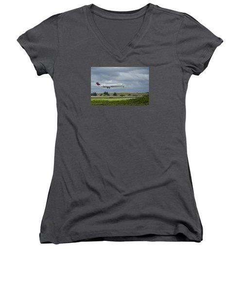 Delta Airlines Mcdonnell Douglas Aircraft N952dl Hartsfield-jackson Atlanta International Airport Women's V-Neck