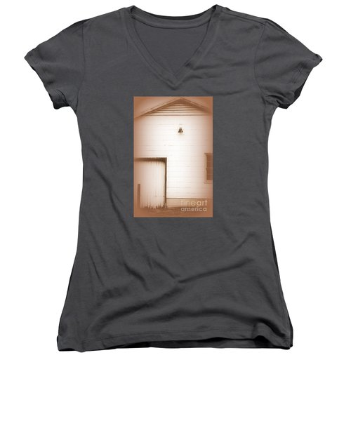 Deserted One Women's V-Neck T-Shirt