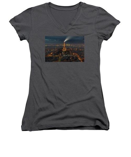Didn't Know Paris Has A Skyline Women's V-Neck T-Shirt (Junior Cut) by Alex Aves
