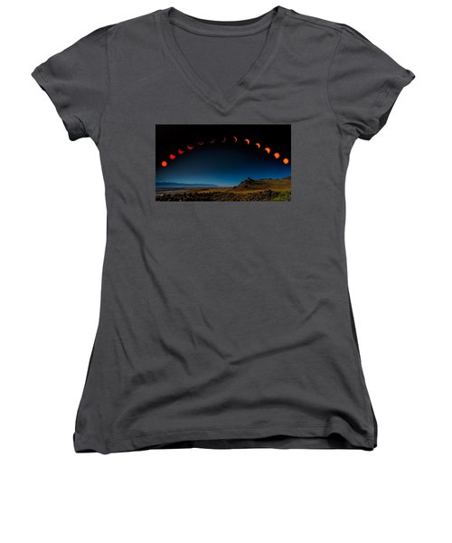 Eclipse Pano Women's V-Neck (Athletic Fit)