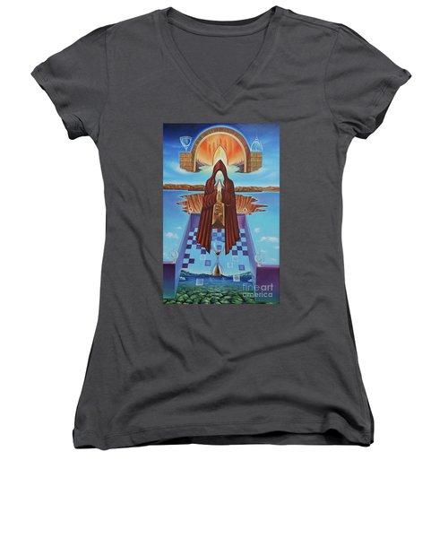 El Camino De La Luz Women's V-Neck T-Shirt