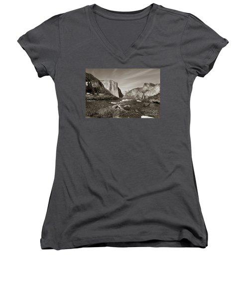 El Capitan Women's V-Neck T-Shirt