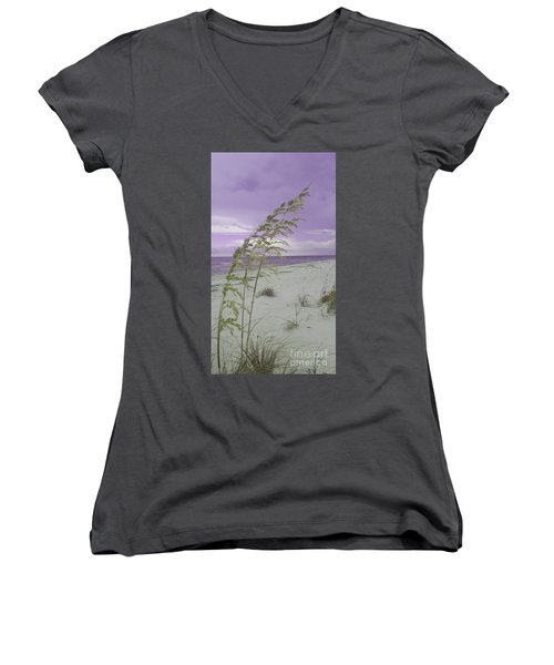 Emma Kate's Purple Beach Women's V-Neck T-Shirt (Junior Cut)