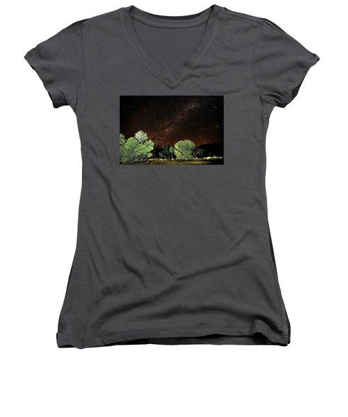 Emu Rising Women's V-Neck T-Shirt