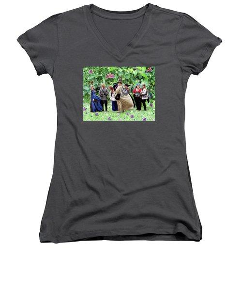Fairy Queue Women's V-Neck T-Shirt (Junior Cut) by Lise Winne