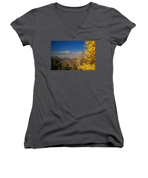 Fall Colors At The Snake River Overlook Women's V-Neck T-Shirt (Junior Cut) by Sam Antonio Photography