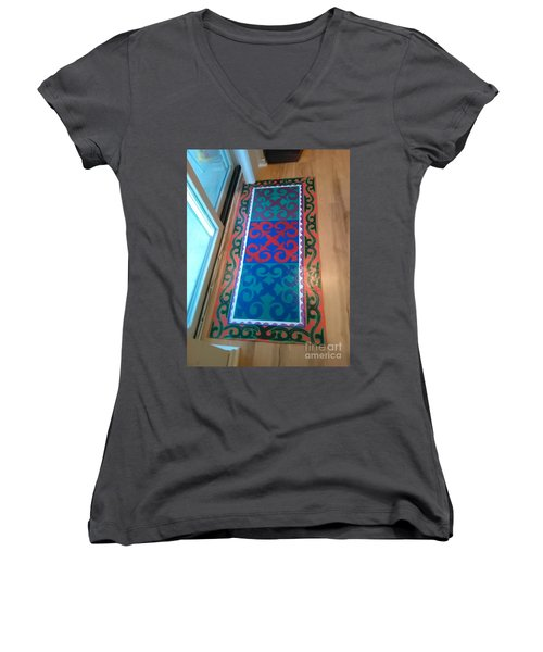 Floor Cloth Arabesque Women's V-Neck T-Shirt