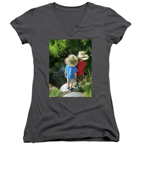 Friends Women's V-Neck T-Shirt