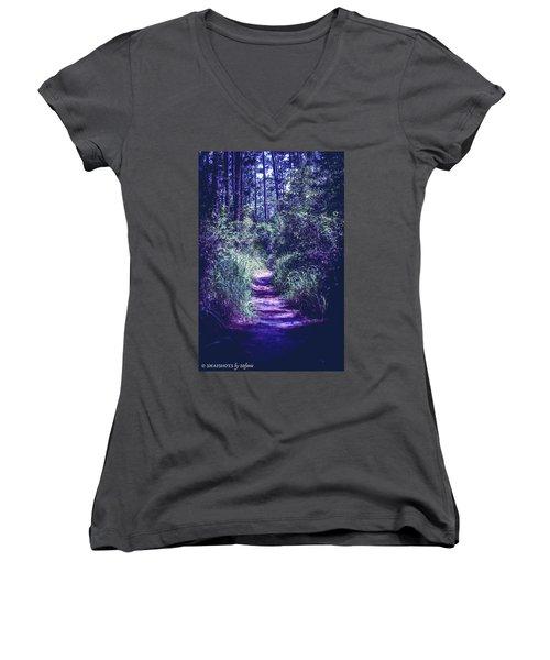 Get That Rabbit Women's V-Neck T-Shirt