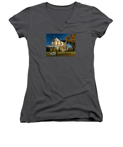 Women's V-Neck T-Shirt (Junior Cut) featuring the photograph Gibson Woodbury House North Conway by Nancy De Flon