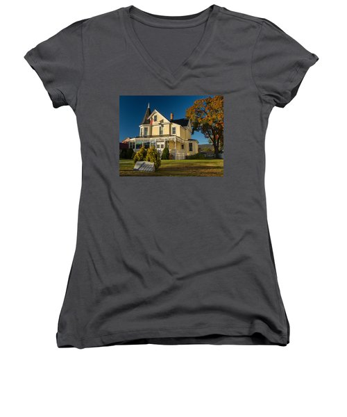 Gibson Woodbury House North Conway Women's V-Neck