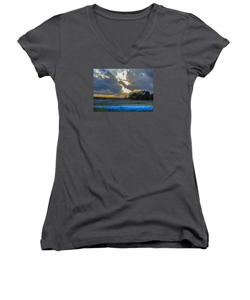 Da211 Glorious Bluebonnet Sunset By Daniel Adams Women's V-Neck T-Shirt