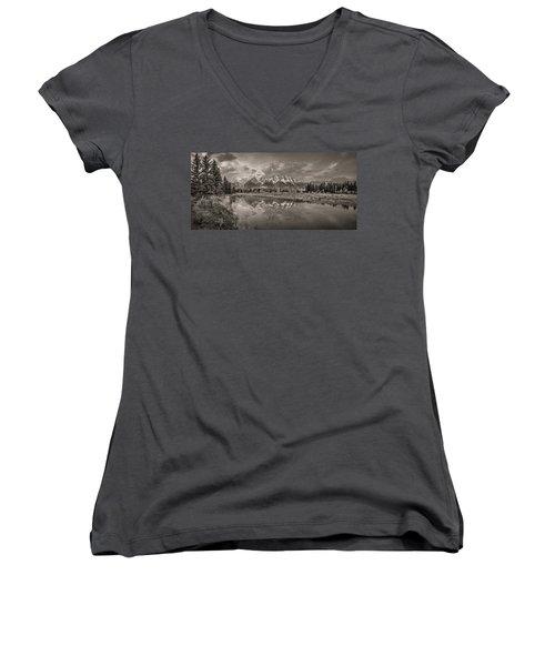 Grand Teton Monochromatic Panoramic Women's V-Neck