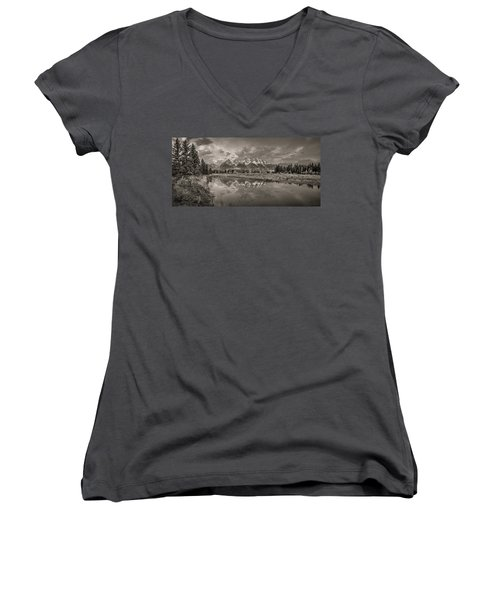 Grand Teton Monochromatic Panoramic Women's V-Neck (Athletic Fit)
