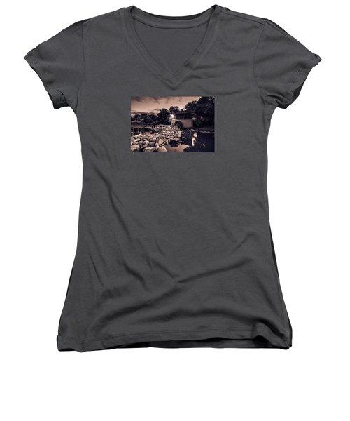 Grant's Old Mill Women's V-Neck T-Shirt