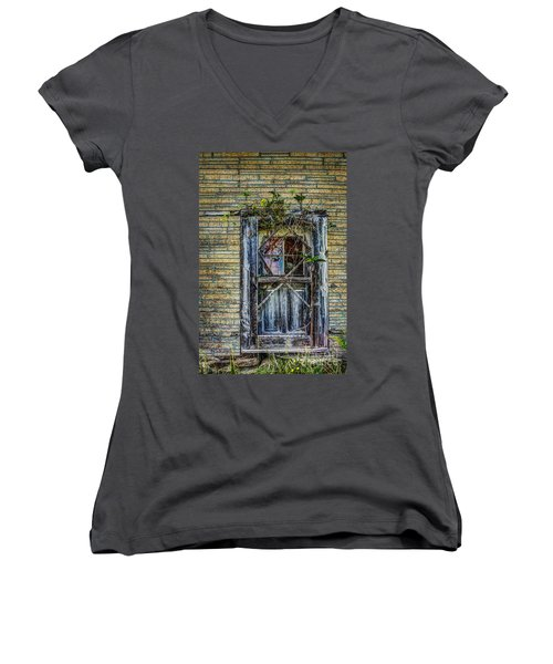 Green Door Women's V-Neck