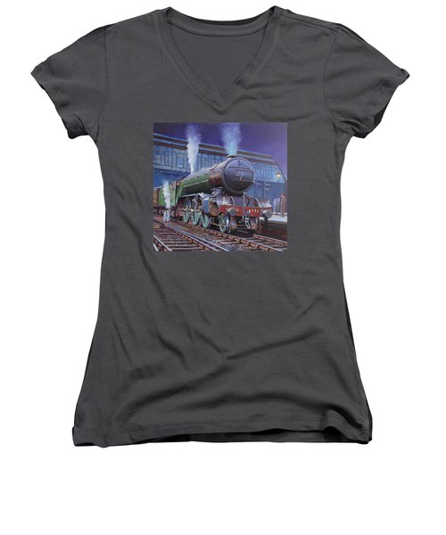 Gresley Green Arrow Class. Women's V-Neck T-Shirt (Junior Cut) by Mike  Jeffries