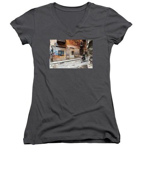 Habana Vieja Ride Women's V-Neck T-Shirt
