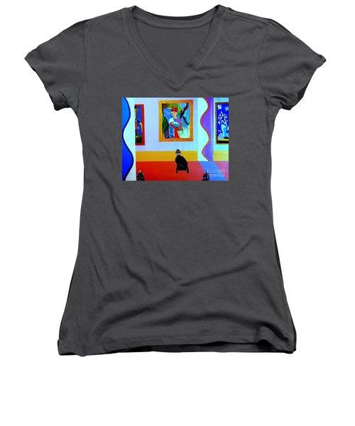 Henri Remembers Women's V-Neck T-Shirt