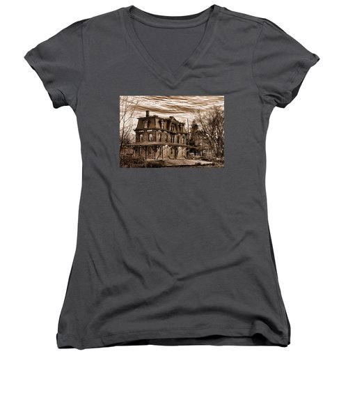 Hopewell Station Women's V-Neck