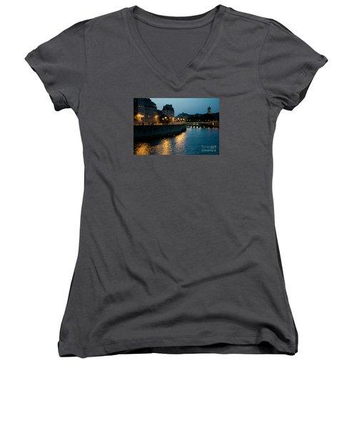 I Love Paris Women's V-Neck T-Shirt