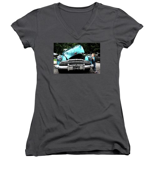 I Want To See Women's V-Neck T-Shirt