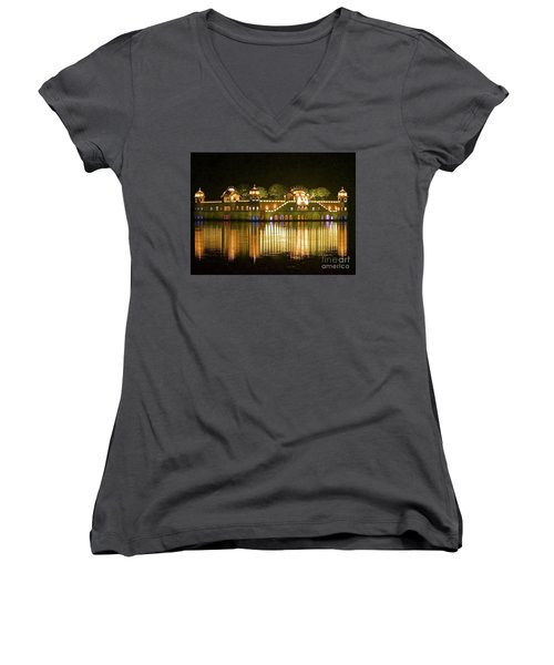 Jal Palace At Night Women's V-Neck T-Shirt