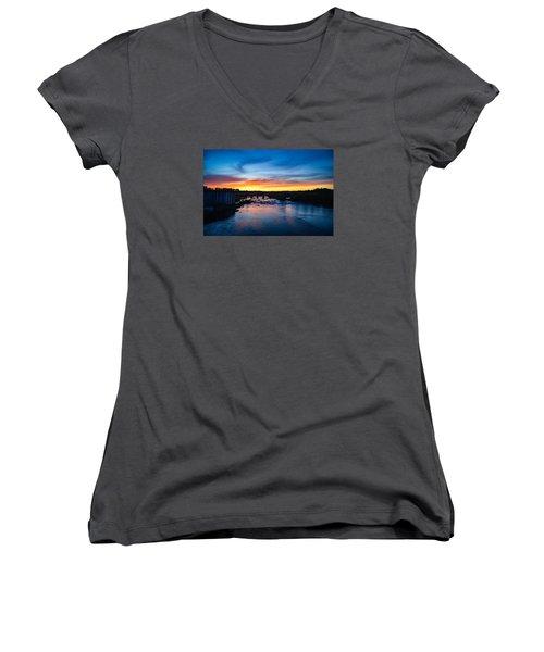James River Sunset Women's V-Neck T-Shirt