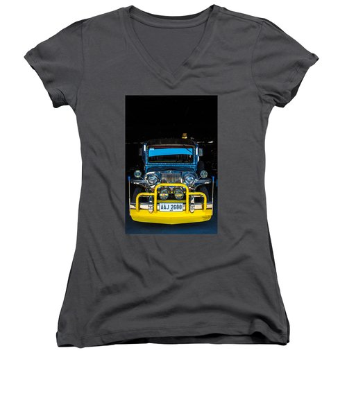 Jeepney, Manila Women's V-Neck T-Shirt