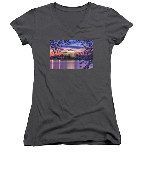 Jefferson Memorial Pre-dawn Women's V-Neck T-Shirt