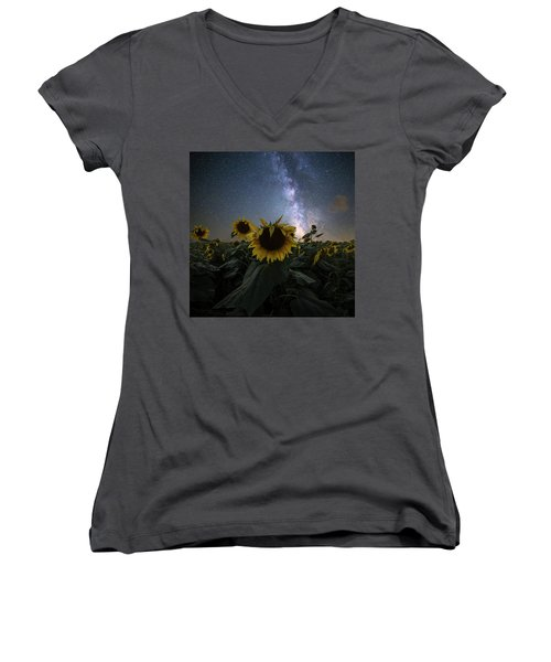 Women's V-Neck T-Shirt featuring the photograph Keep Your Head Up by Aaron J Groen