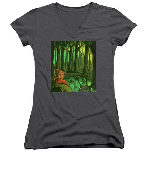 Kissing Frogs Women's V-Neck T-Shirt