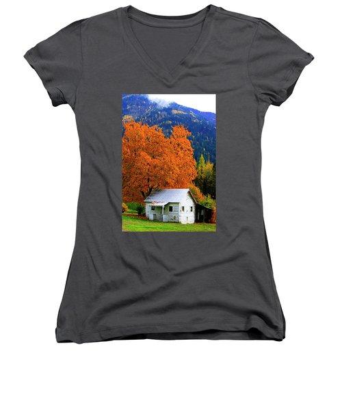 Kootenay Autumn Shed Women's V-Neck T-Shirt