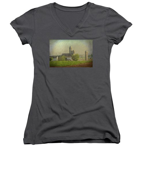 Lancaster Pennsylvania Farm Women's V-Neck (Athletic Fit)