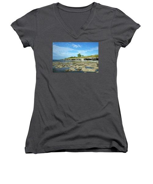 Women's V-Neck T-Shirt featuring the photograph Limestone Coast Patterns by Kennerth and Birgitta Kullman