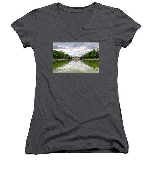 Lincoln Memorial Women's V-Neck T-Shirt