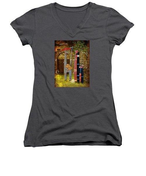 Llamas Say Goodbye Women's V-Neck T-Shirt (Junior Cut) by Bellesouth Studio