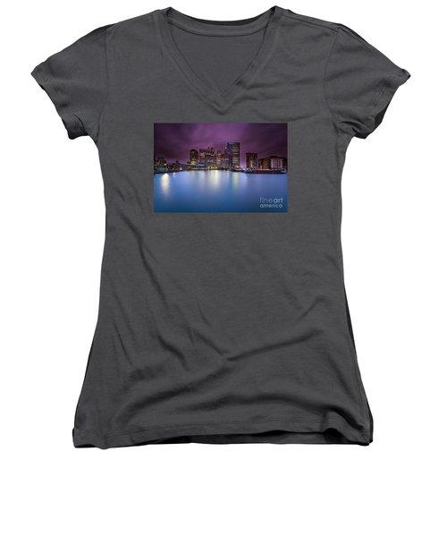 London Canary Wharf Women's V-Neck T-Shirt (Junior Cut) by Mariusz Czajkowski