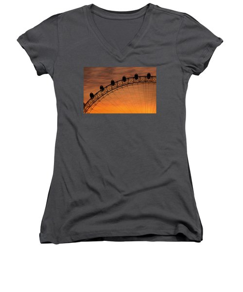 London Eye Sunset Women's V-Neck T-Shirt (Junior Cut) by Martin Newman
