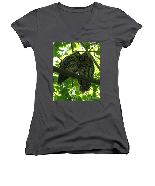 Love Owls Women's V-Neck T-Shirt