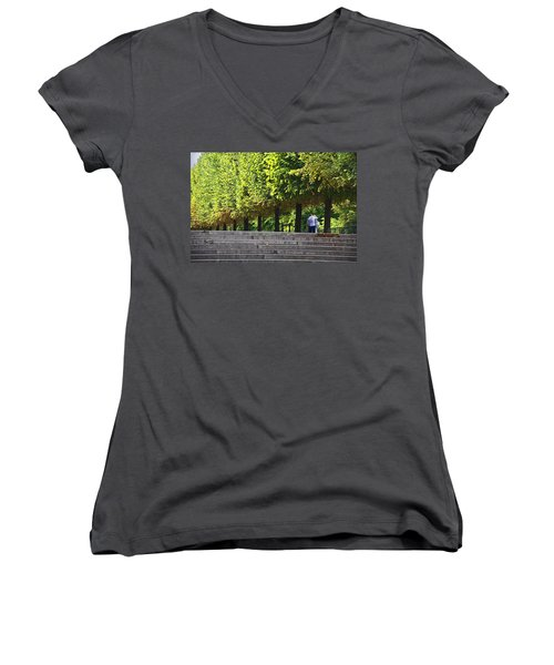 Lovers In The Tuileries Women's V-Neck T-Shirt