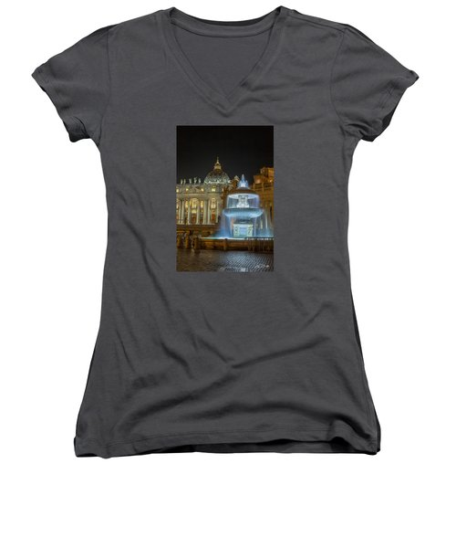 Women's V-Neck T-Shirt (Junior Cut) featuring the photograph Maderno's Fountain by Ed Cilley