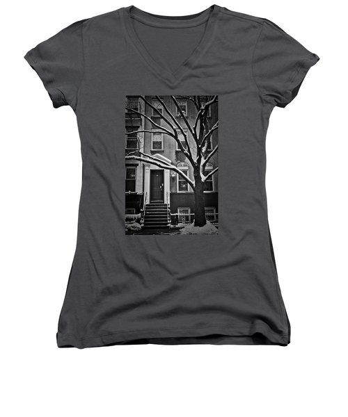 Women's V-Neck T-Shirt featuring the photograph Manhattan Town House by Joan Reese