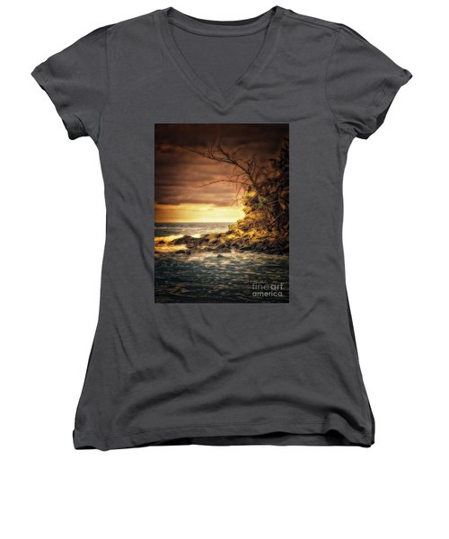 Maui Ocean Point Women's V-Neck T-Shirt (Junior Cut)